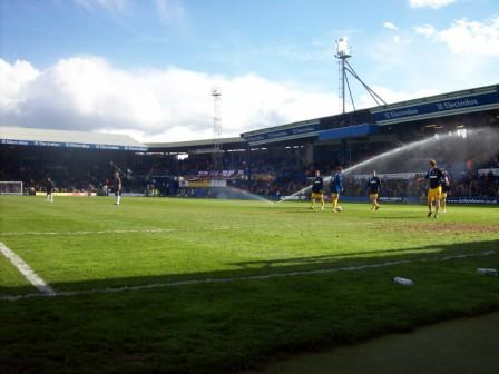 https://thegroundhog.files.wordpress.com/2008/04/luton-town-kenilowrth-road-51.jpg