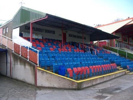 Newtown FC Latham Park (7)